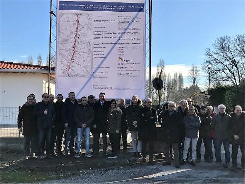Foto di gruppo alla consegna dei lavori della pista ciclopedonale di Cavolano