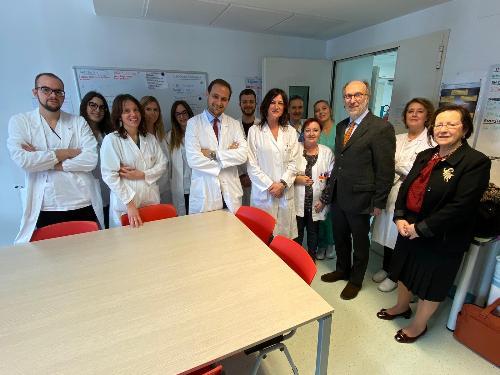 Il vicegovernatore Riccardo Riccardi con gli operatori della Clinica Dermatologica dell'Asugi