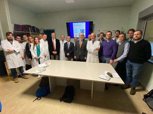 Il vicegovernatore Riccardo Riccardi con i partecipanti del master in chirurgia andrologica.