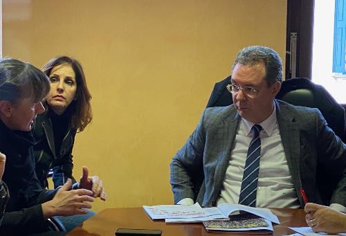 L'assessore regionale alle Infrastrutture e Territorio, Graziano Pizzimenti, con l'assessore omologo della Regione Veneto, Elisa De Berti.