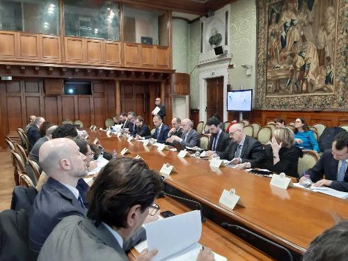 L'assessore regionale ai Sistemi informativi, Sebastiano Callari (terzo da destra nella foto), alla riunione del Comitato per l'attuazione della Banda ultra larga