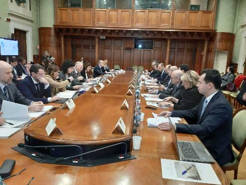 Un momento della riunione del Comitato per l'attuazione della Banda ultra larga (Cobul), di cui l'assessore ai Sistemi informativi del Fvg Sebastiano Callari era coordinatore