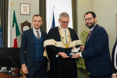 Il governatore Fedriga con il rettore dell'Università di Trieste Roberto Di Lenarda e il ministro allo Sviluppo economico Stefano Patuanelli prima dell'inizio della cerimonia.