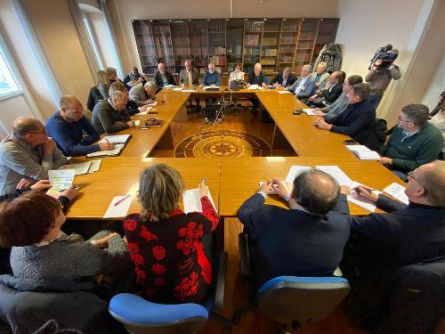 Il vicegovernatore del Friuli Venezia Giulia con delega alla Salute Riccardo Riccardi presiede la riunione di coordinamento regionale delle strutture sanitarie.