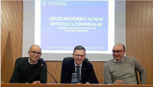 L'assessore regionale alle Risorse agroalimentari e Montagna, Stefano Zannier (al centro nella foto) all'incontro pubblico di Coldiretti