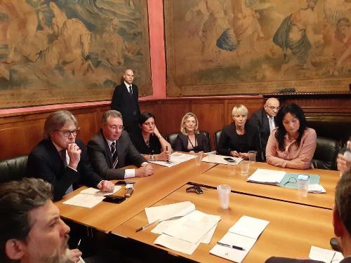 Gli assessori regionali Sergio Emidio Bini, Graziano Pizzimenti, l'onorevole Vannia Gava e il sindaco di Monfalcone, Anna Maria Cisint, all'incontro che si è tenuto a Roma sui tema dei dragaggi.