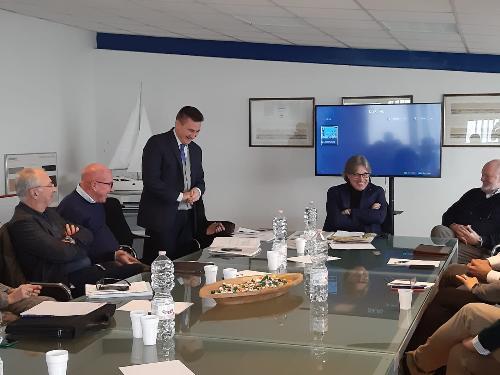 L'assessore regionale alle Attività produttive e al Turismo, Sergio Emidio Bini, durante l'assemblea dei soci della rete di imprese Fvg Marinas.