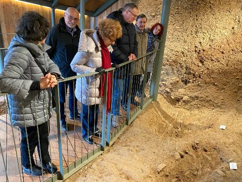 L'assessore regionale alla Cultura e sport, Tiziana Gibelli durante la visita al Castelliere di Sedegliano