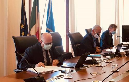In primo piano l'assessore regionale al Demanio Sebastiano Callari