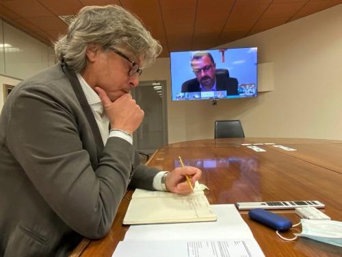 L'assessore regionale alle Attività produttive e Turismo Sergio Emidio Bini durante la videoconferenza