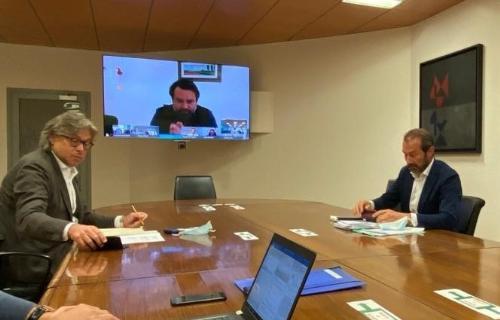 L'assessore regionale alle Attività produttive e Turismo Sergio Emidio Bini e il direttore generale di PromoturismoFVG Lucio Gomiero durante la videoconferenza
