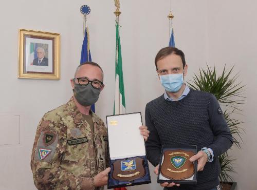 """Il governatore del Friuli Venezia Giulia Massimiliano Fedriga incontra il comandante della Brigata Alpina """"Julia"""" Alberto Vezzoli"""