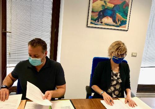 L'assessore regionale alle Finanze, Barbara Zilli, con il presidente del Consiglio di amministrazione di Ucit srl, Alberto Toneatto.