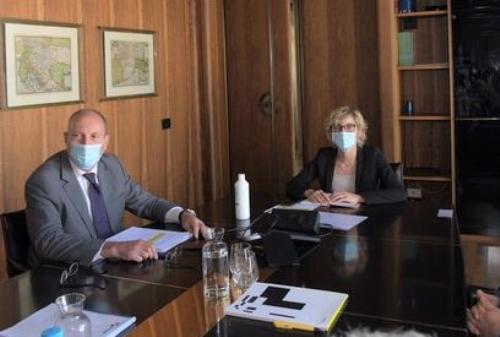 L'assessore alle Finanze del Friuli Venezia Giulia, Barbara Zilli e il presidente di Insiel, Diego Antonini, durante l'assemblea di Insiel