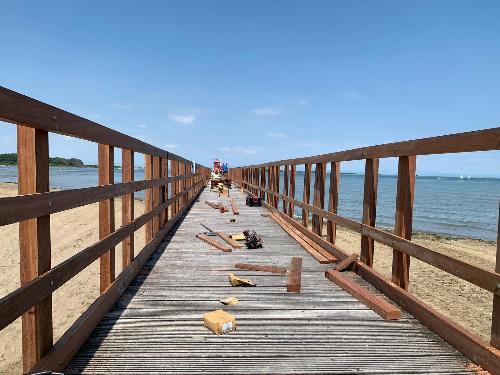 Il pontile ristrutturato dopo i danni della mareggiata a Lignano Sabbiadoro