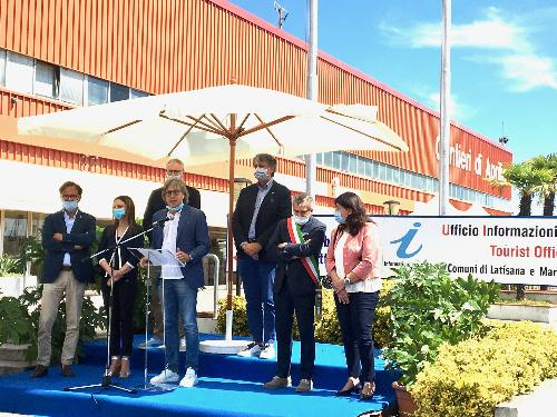 L'assessore regionale Sergio Emidio Bini all'inaugurazione della stagione estiva di Aprilia Marittima