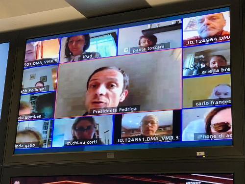 il governatore Massimiliano Fedriga nella videoconferenza di oggi