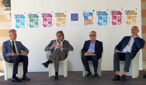 L'assessore regionale alle Attività produttive e Turismo Sergio Emidio Bini, secondo da sinistra nella foto