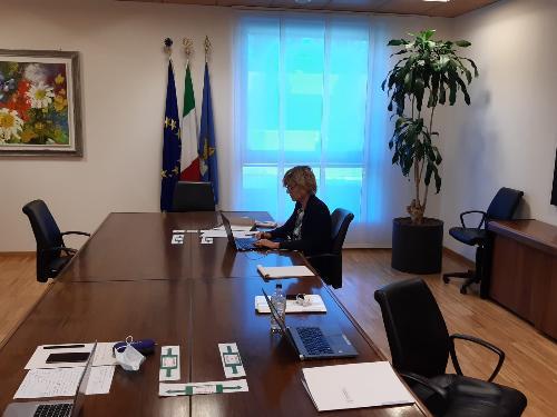 L'assessore regionale alle Finanze Barbara Zilli in videoconferenza per i lavori della Sessione plenaria di consultazione del partenariato sulle politiche di coesione 2021-27