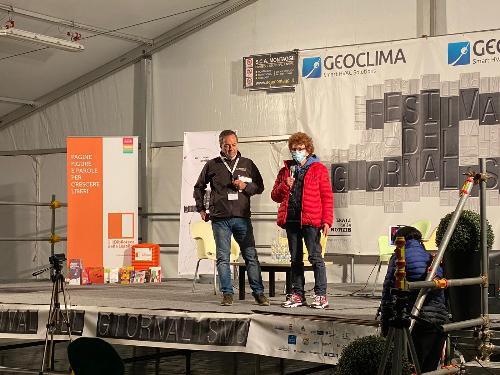 L'assessore regionale alla Cultura Tiziana Gibelli interviene alla chiusura del Festival del giornalismo di Ronchi dei Legionari con Luca Perrino, presidente dell'associazione Le ali delle notizie organizzatrice dell'evento