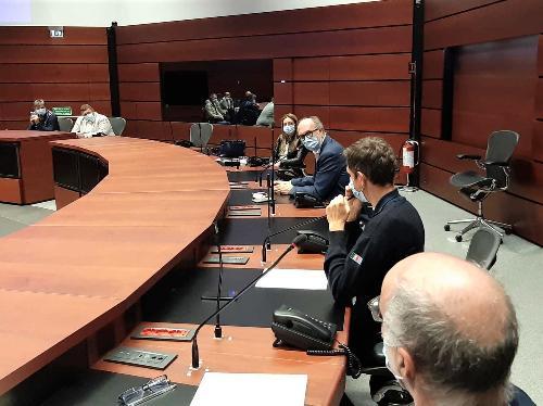 Il vicegovernatore del Friuli Venezia Giulia con delega alla Protezione civile, Riccardo Riccardi, durante l'incontro sui piani di evacuazione