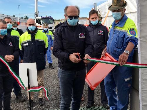 Il vicegovernatore con delega alla Protezione civile del Fvg, Riccardo Riccardi, al taglio del nastro della cucina da campo allestita per la seconda edizione della Settimana nazionale della Protezione civile, in programma dall'11 al 17 ottobre 2020, a Palmanova.