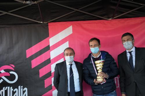 Il Governatore Fedriga alla partenza della 15ma tappa del Giro d'Italia