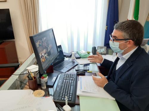L'assessore alle politiche per l'immigrazione Pierpaolo Roberti nel suo intervento durante i lavori della Commissione speciale della Conferenza delle Regioni