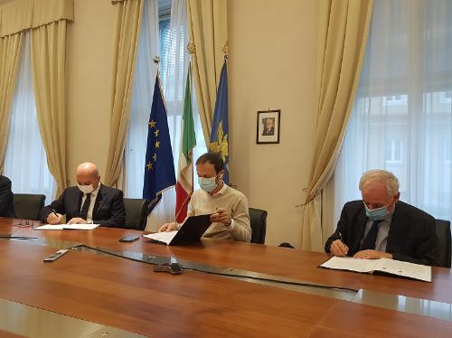 Il governatore del Friuli Venezia Giulia, Massimiliano Fedriga, durante la presentazione in Regione del progetto Nasi (North-Adriatic Summer Institute), promosso dalla Fondazione Internazionale di Trieste per il progresso e la libertà delle scienze (Fit).