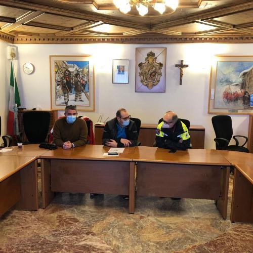 Il vicegovernatore con delega alla Protezione Civile del Fvg, Riccardo Riccardi, con l'assessore regionale alle Autonomie locali, Pierpaolo Roberti nel vertice odierno a Sappada con il sindaco Manuel Piller Hoffer.