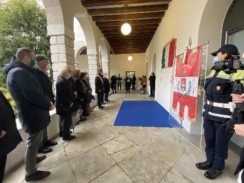 Le autorità presenti alla cerimonia svoltasi nel chiostro della Biblioteca di Pordenone