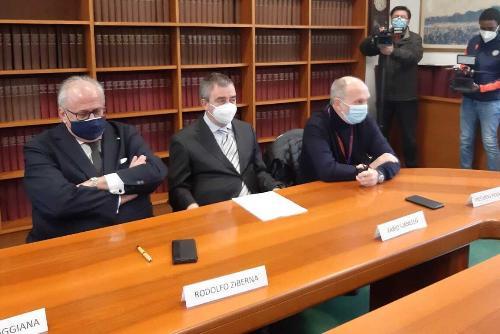 Dalla destra della foto: il vicegovernatore Riccardo Riccardi, il direttore della S.c Urologia Fabio Vianello e il sindaco di Gorizia Rodolfo Ziberna