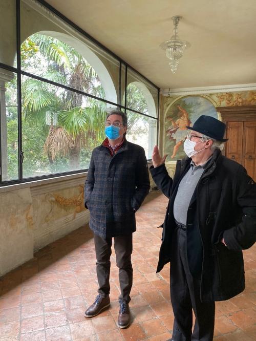 L'assessore regionale alle Infrastrutture e territorio, Graziano Pizzimenti, con monsignor Sergio Di Giusto, direttore dell'ufficio amministrativo dell'Arcidiocesi di Udine
