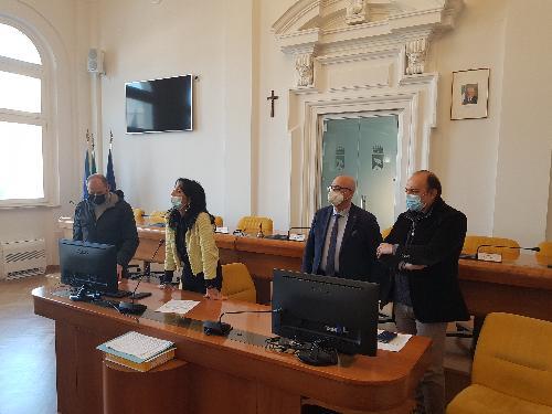 L'assessore al Patrimonio, Sebastiano Callari, insieme al sindaco di Monfalcone, Anna Maria Cisint.