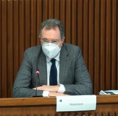 L'assessore regionale alle Infrastrutture e Territorio Graziano Pizzimenti durante il suo intervento in IV Commissione consiliare