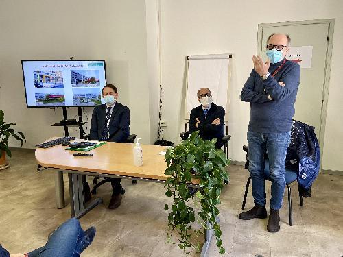 L'intervento del vicegovernatore della Regione Riccardo Riccardi durante la conferenza stampa di presentazione die lavori all'interno dell'ospedale di San Vito al Tagliamento