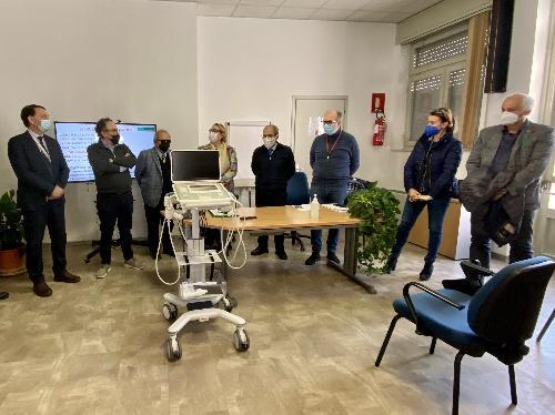 L'ecografo che il Rotary e il Consorzio Pordenone energia hanno donato all'ospedale di San Vito al Tagliamento