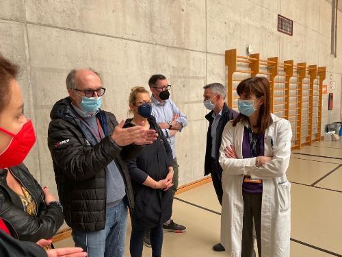 Il vicepresidente e assessore alla Salute Riccardo Riccardi all'apertura del nuovo punto vaccinale a Sacile con il sindaco, Carflo Spagnol e i consilieri regionali, Vannia Gava e Ivo Moras