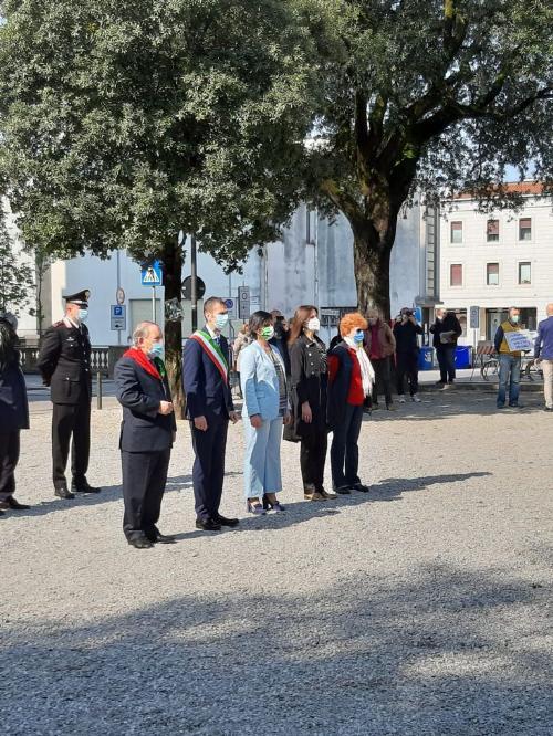L'assessore Tiziana Gibelli assieme alle altre autorità alla cerimonia di Pordenone