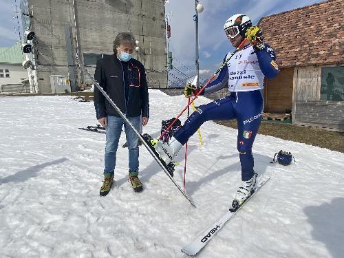 L'assessore regionale al Turismo Sergo Emidio Bini con l'atleta sappadino della Nazionale Emanuele Buzzi