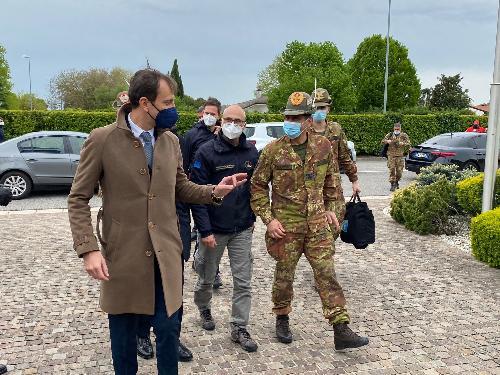 L'arrivo nella sede della Protezione civile Fvg del commissario Figliuolo accolto dal governatore Fedriga