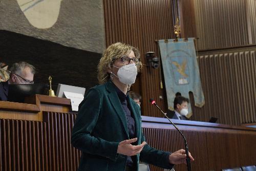 L'assessore regionale alle Finanze, Barbara Zilli, durante la discussione in Aula sulla risoluzione per la terza ripartenza del Friuli Venezia Giulia, con riferimento al Piano nazionale di ripresa e resilienza (Pnrr)