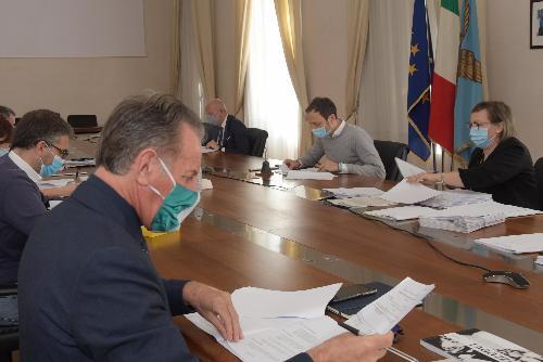 L'assessore alla Difesa dell'Ambiente Fabio Scoccimarro in una foto d'archivio, durante una seduta di Giunta regionale