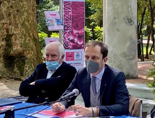 Il Governatore deFriuli Venezia Giulia Massimiliano Fedriga insieme al patron delle tappe del Giro d'Itala in regione Enzo Cainero