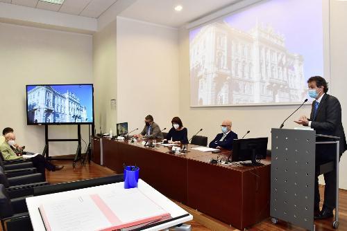 Un momento della presentazione del Protocolo. Da sinistra gli assessori Pierpaolo Roberti, Alessia Rosolen e Sebastiano Callari e il presidente di Anci Fvg Dorino Favot