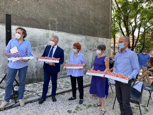 L'assessore Gibelli con il sindaco Bernardi, il presidente e il direttore di Mittelfest Corciulo e Pedini e il presidente della Fondazione Friuli Morandini