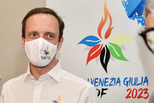 Il governatore Massimiliano Fedriga con alle spalle il logo di Eyof 2023