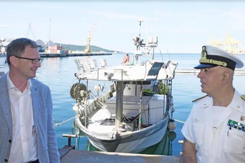 L'assessore Zannier con il contrammiraglio Vincenzo Vitale, direttore marittimo del Friuli Venezia Giulia.