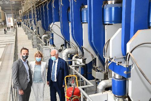 Il governatore del Fvg Massimiliano Fedriga e l'assessore regionale alle Finanze, Barbara Zilli durante la visita alla sede della Fantoni ad Osoppo.