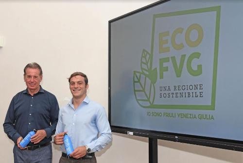 L'assessore Scoccimarro e il tuffatore De Rose. Sullo sfondo il logo di EcoFVG.